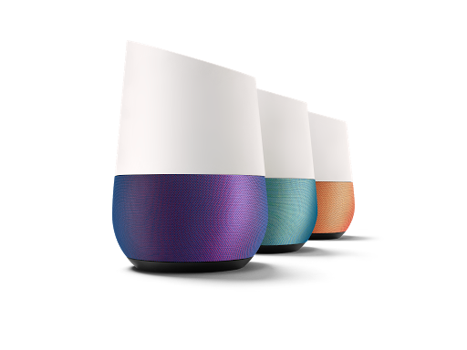 Tres dispositivos Google Home en distintos colores