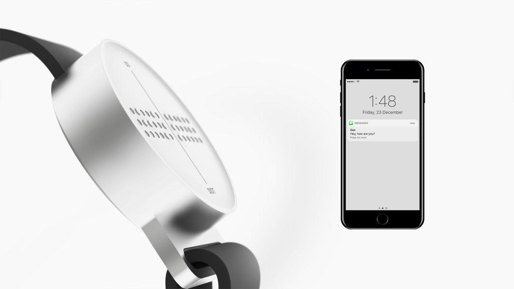 Dot junto a smartphone con mensaje