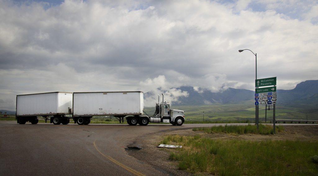 Camión sin conductor en autopista