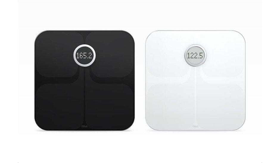 Dos básculas inteligentes Aria en negro y blanco