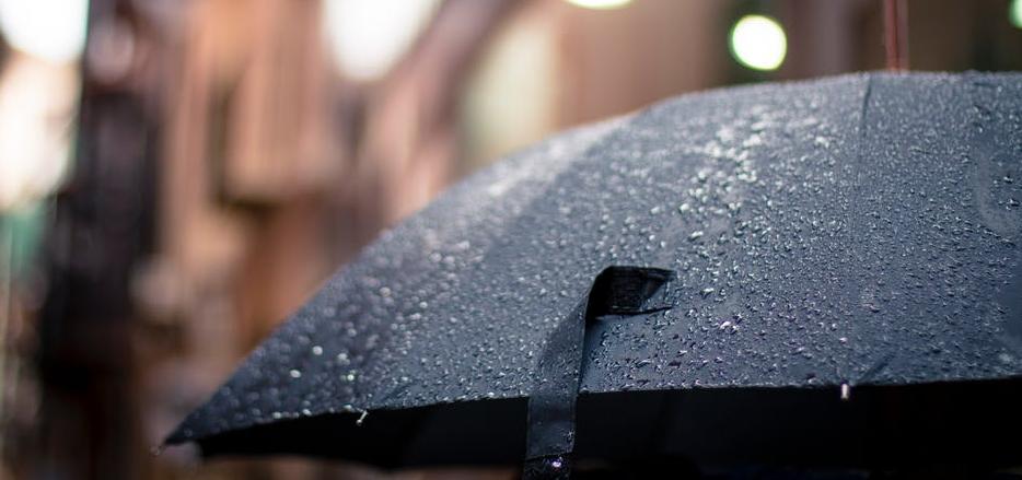 paraguas inteligente en día de lluvia